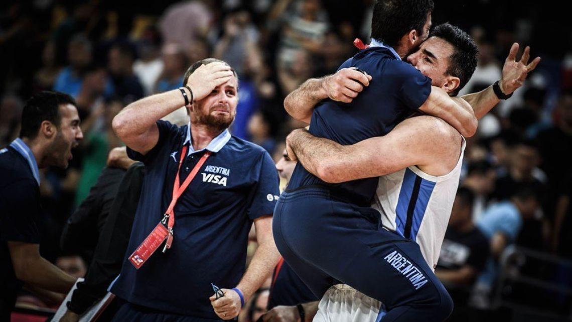La alegría de los famosos tras la heroica victoria de la Selección de básquet