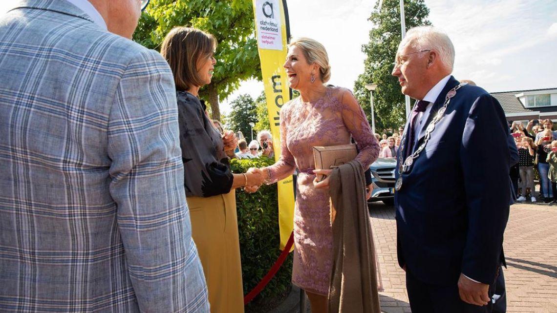 Máxima de Holanda causa shock con su vestido con transparencias