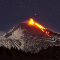 Las cámaras vigilan durante las 24 horas al volcán y controlan la emisión de piroclastos balísticos.