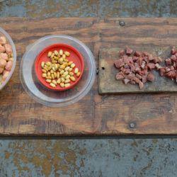 Usamos de carnada maíz tamizado, diferentes clases de masas, lombriz y mojarras medianas.
