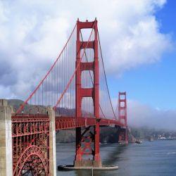 El puente Golden Gate de San Francisco da la bienvenida a los pasajeros de tren al final de su viaje.