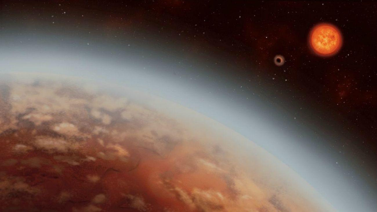 Hallado en 2015 por el telescopio espacial estadounidense Kepler, elexoplanetaorbita alrededor de la estrella K2-18, una enana roja situada en la constelación de Leo, a 110 años luz del sistema solar.