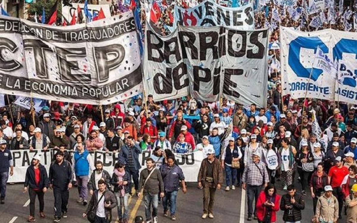 Los miembros de los movimientos sociales cuentan con 300.000 miembros, un 2% del total de pobres que hay en el país. ¿Son representativos? Mensajes a Macri y a Fernández.
