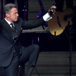 luis Miguel en Las Vegas cantando