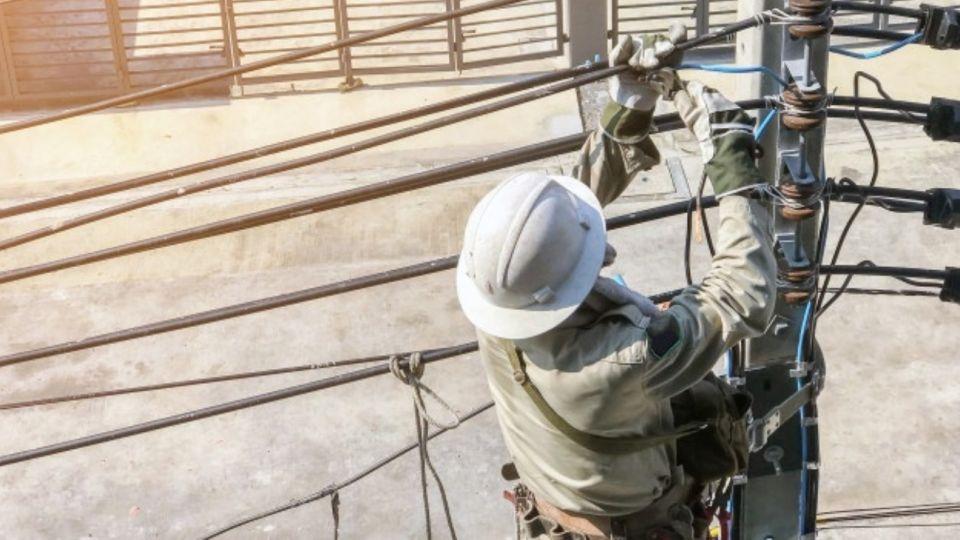 Imagen de carácter ilustrativo | El operario de 25 años acudió al domicilio para cortar el suministro eléctrico.