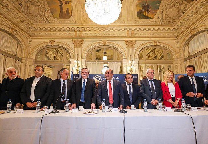LA FOTO DE LA DISCORDIA. El miércoles 11 Miguel Acevedo, presidente de la UIA, se mostró con Fernández. Siguen las repercusiones.