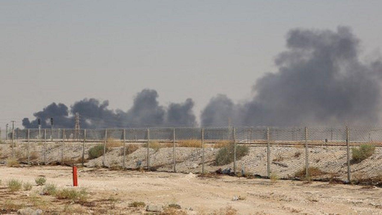 Irán atacó con drones refinerias de Arabia Saudita
