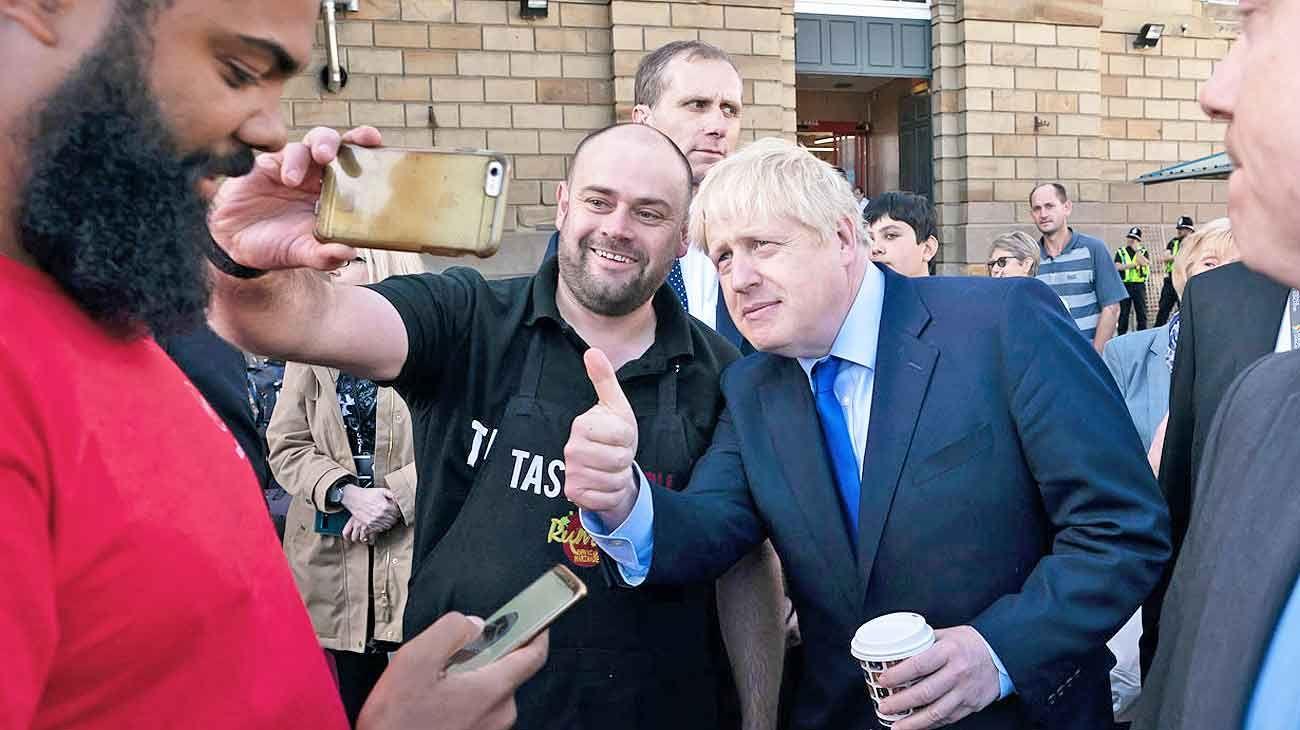 Johnson se reúne con Juncker para discutir una salida al Brexit