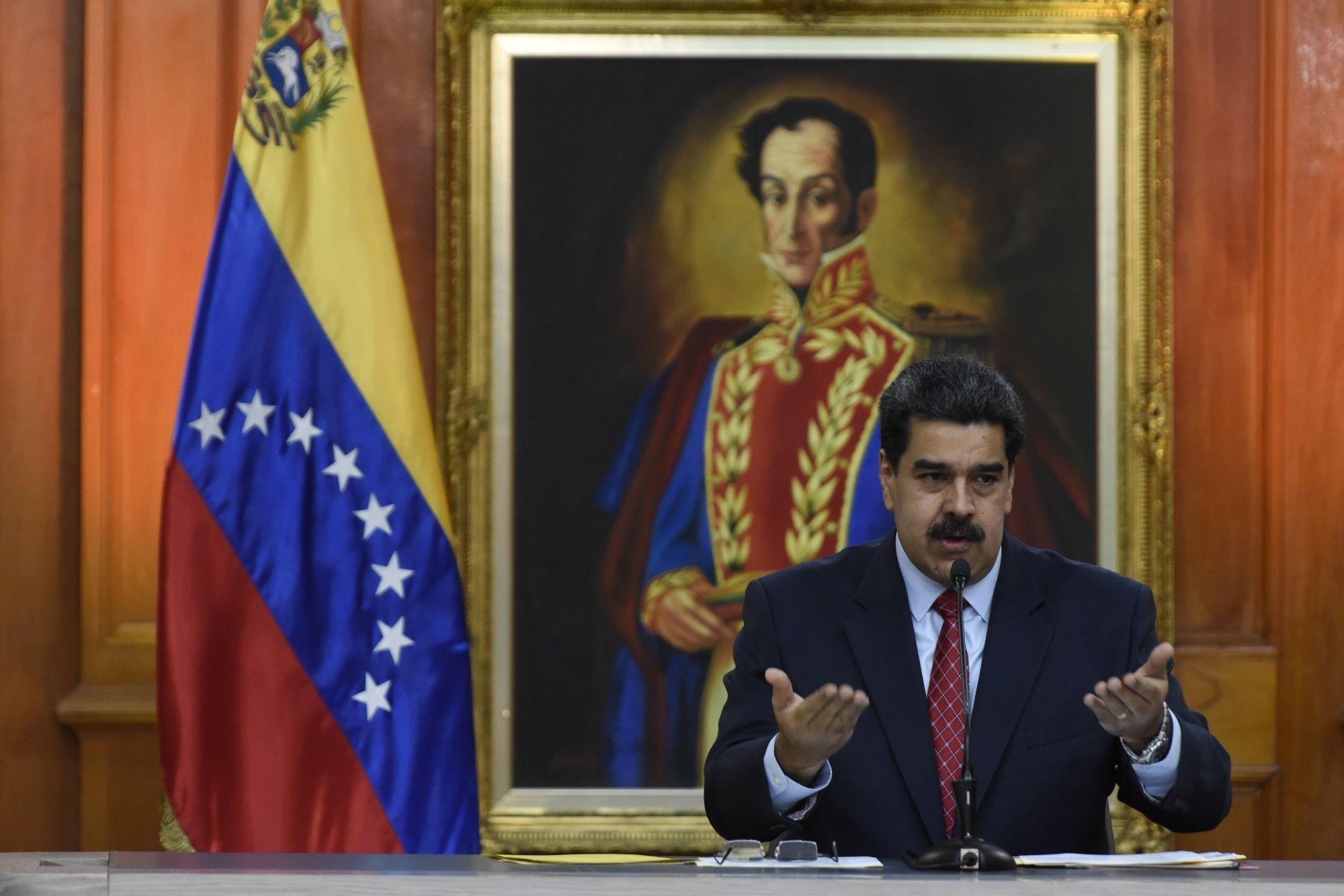 Maduro inicia conversaciones con partidos no vinculados a Guaidó
