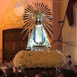 La Virgen del Milagro vuelve, luego de recorrer las calles de Salta, a la Catedral.