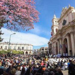 Una multitud participó de la Misa y de la procesión por la el Señor y la Virgen del Milagro.