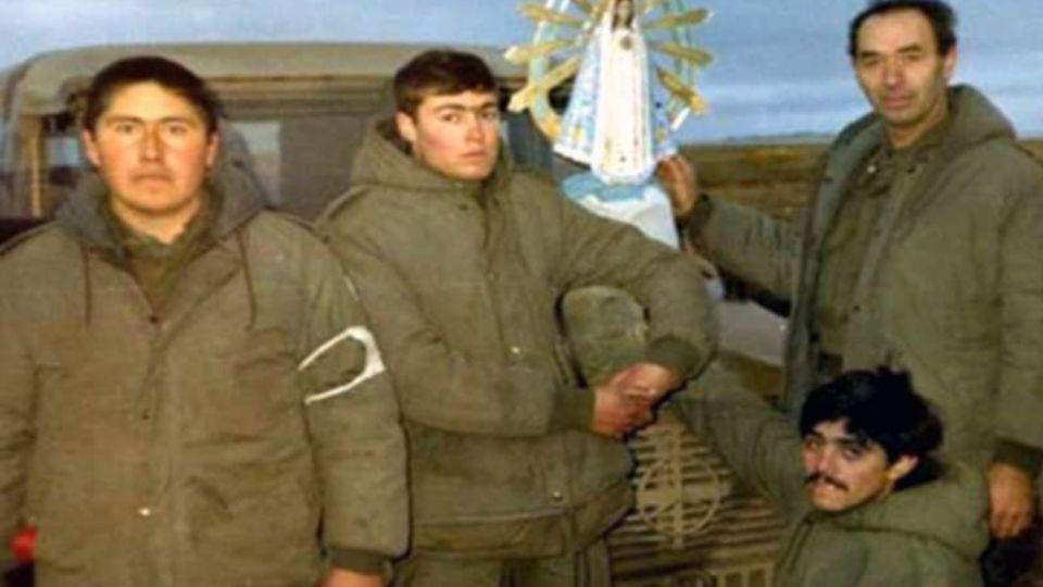 La imagen de la Virgen de Luján acompañó a los soldados argentinos al inicio de la guerra.