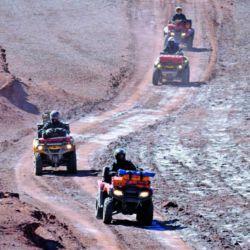 El grupo de expedicionarios comandado por Marcos Roldán atraviesa uno de los paisajes más bellos de la puna catamarqueña, en compañía de los Seismiles, cruzando desiertos y salares de altura. Otro menú de aventuras a elección los espera todo el año.