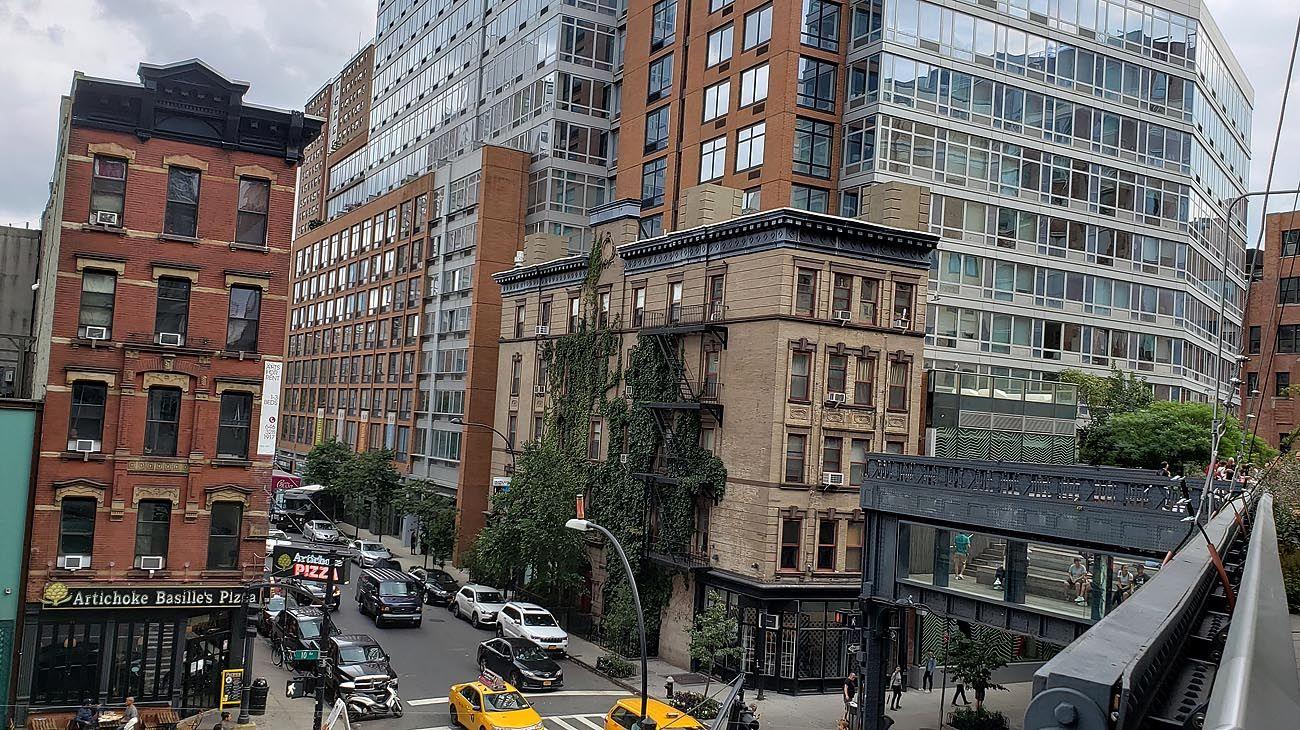 Vista del Meatpacking desde el High Line, el jardín en altura construido sobre antiguas vías del tren.