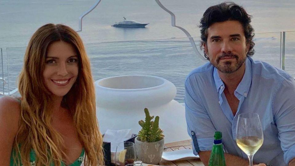 Las esxcéntricas vacaciones de Mónica Ayos y Diego Olivera en el sur de Italia