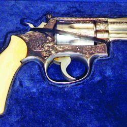 Los amantes de lo clásico también tuvieron oportunidad de observar y adquirir importantes piezas. Tal como este S&W Modelo 66 de los años´70, grabado en fábrica y sin uso.