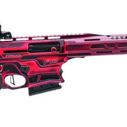 """LP Tactical acaparó la atención del público con la escopeta semiautomática calibre 12/76 marca """"Typhoon"""". Con cargadores de 10 cartuchos, mira óptica, culata regulable, colores llamativos y un diseño de avanzada."""