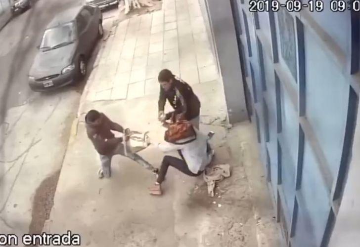 Brutal ataque a una mujer en Barracas