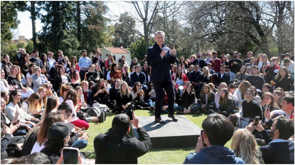 Mauricio Macri se reunió con jóvenes en Olivos para debatir sobre el cambio climático.