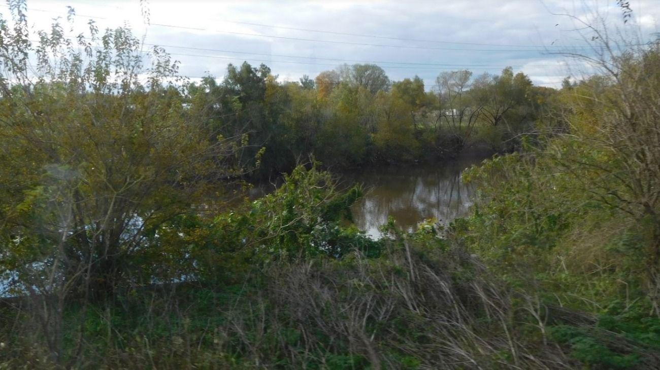 Hallaron un cuerpo mutilado, sin ojos y con campera de River cerca de un río en Moreno