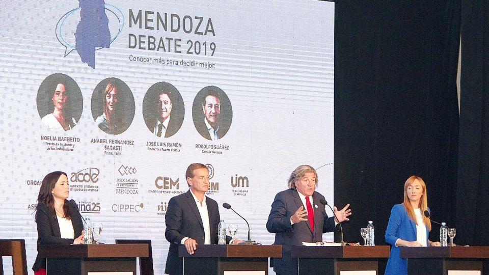 Debate. El jueves se cruzaron los candidatos en un evento organizado por las cámaras empresariales.