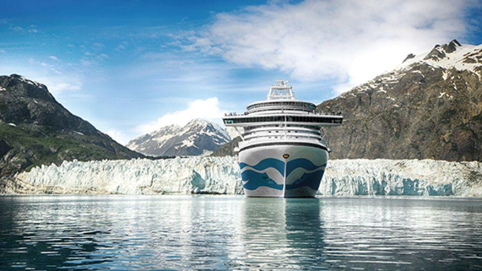 El Island Princess frente al glaciar Perito Moreno en su periplo por Sudamérica.