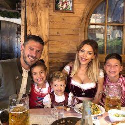 Mirá cómo se disfrazaron Eva Anderson y su familia para celebrar el Oktoberfest