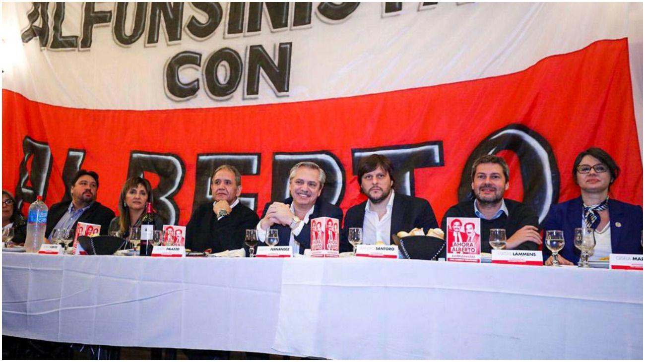 Alberto Fernández, Matías Lammens y Leandro Santoro fueron los oradores del acto.