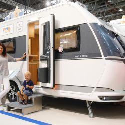 También existen diseños especiales para familias con niños. Seis de los 18 modelos del programa de lujo cuentan con una sección para niños a bordo. Foto: ctillmann/Messe Düsseldorf/dpa.