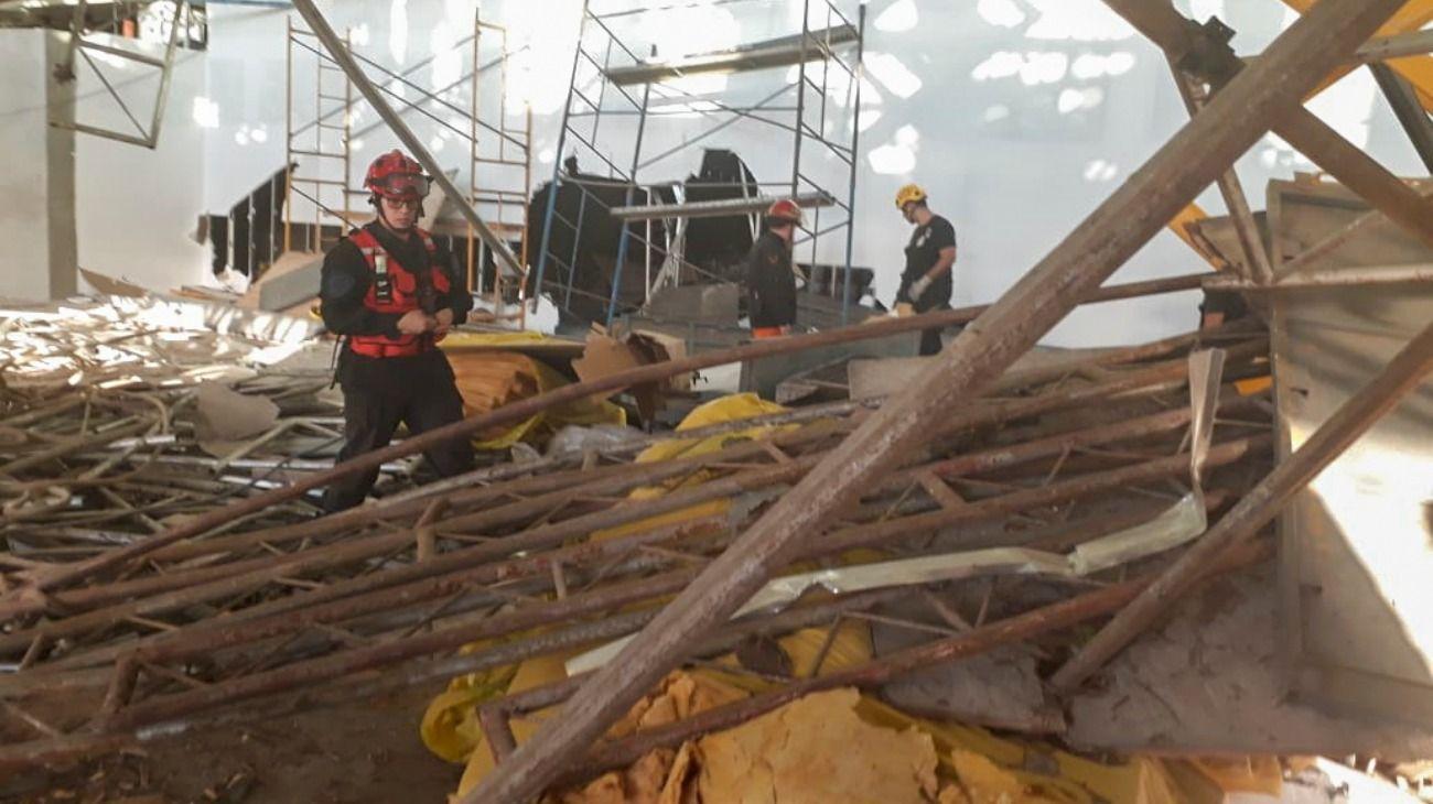 El derrumbe ocurrió en una pasarela de la firma TANE.