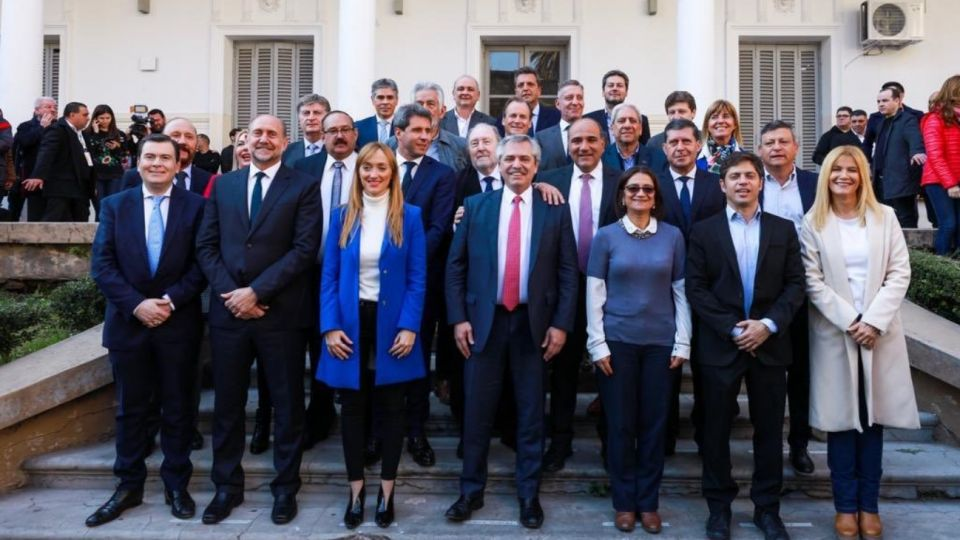 El candidato a presidente viaja Mendoza para reunirse con gobernadores.