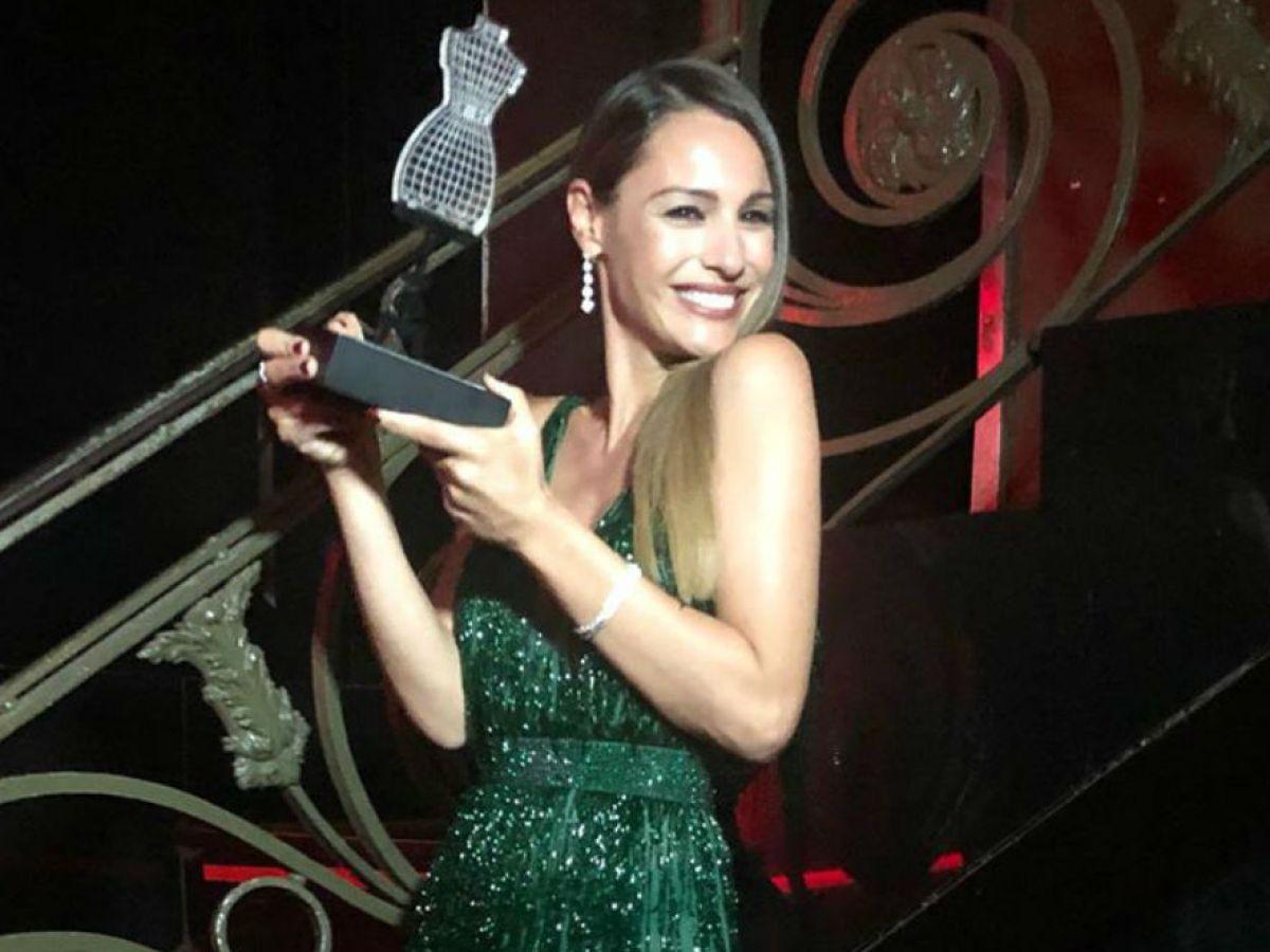 Pampita fue homenajeada en la gala de CARAS MODA