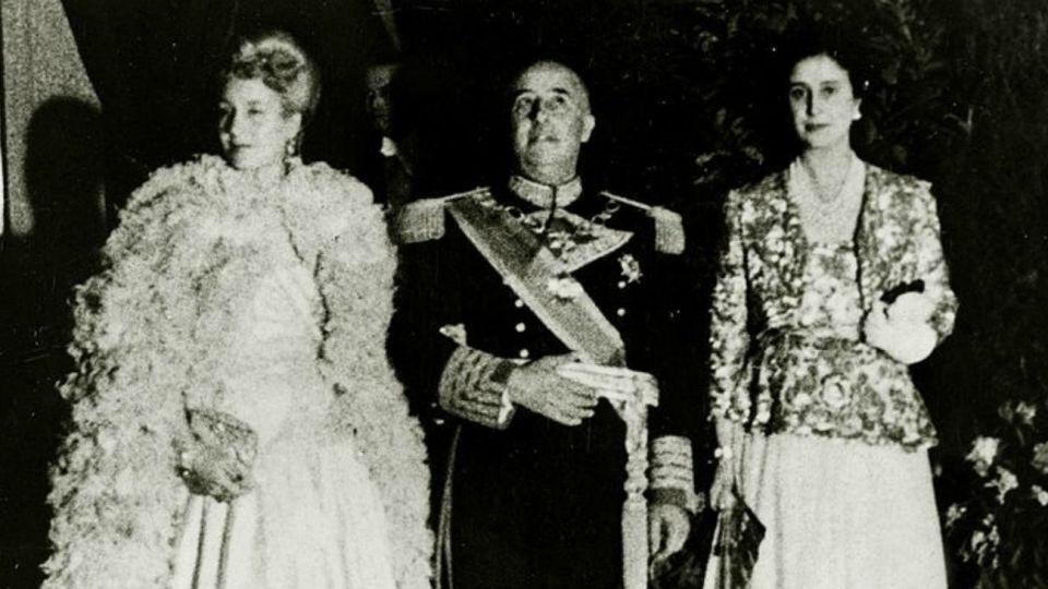 Francisco Franco durante la recepción a Eva Perón en 1947.
