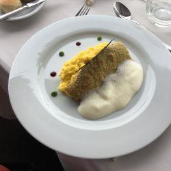 Deliciosa trucha empanada con pistachos, espumante y risotto de azafrán en el restó de Los Acebos, Ushuaia. Creación de Christian Wainsberg.