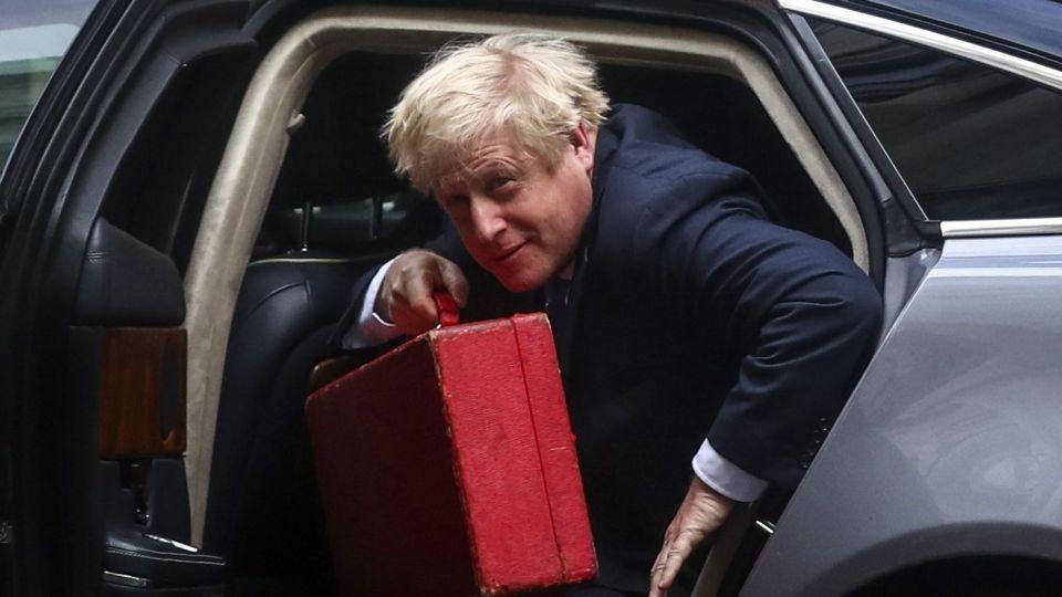 U.K. PM Johnson Flies Into His Gravest Crisis After Brexit Court Defeat