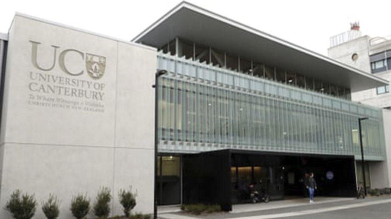 Fachada de la Universidad de Canterbury en Nueva Zelanda, donde murió el estudiante.