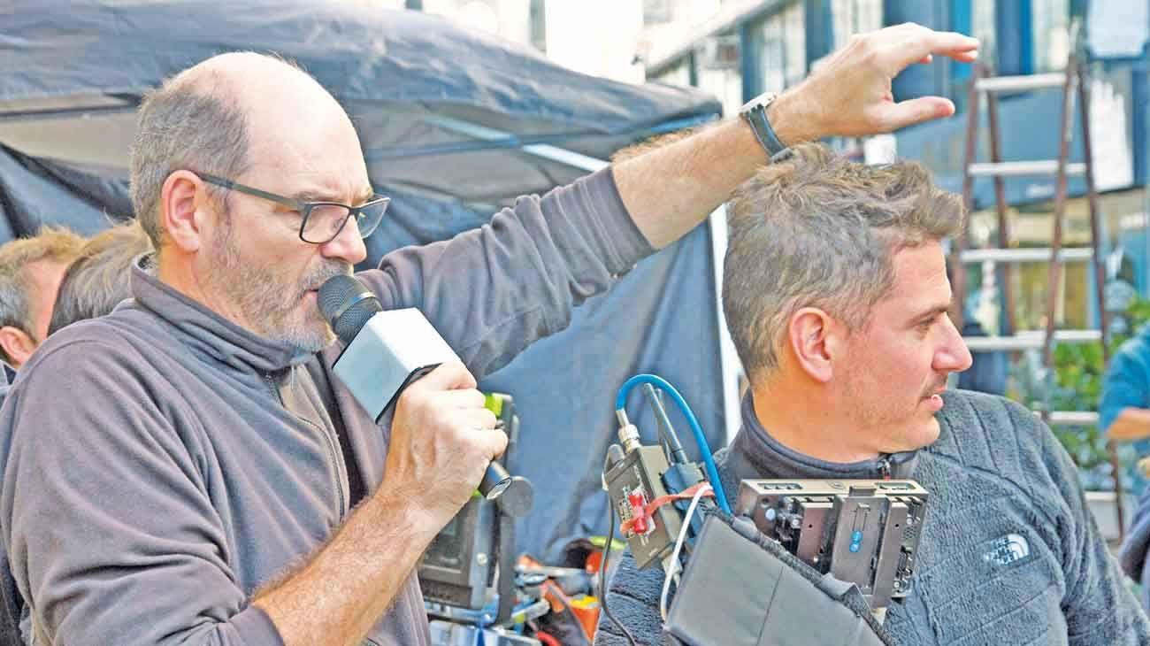 En rodaje. El autor de la columna, charrúa, realizó la ácida comedia Porno para principiantes, con Martín Piroyansky y Nicolás Furtado, quienes debieron cruzar el charco para el rodaje.