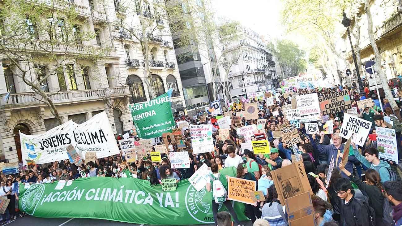 Protesta. En Buenos Aires, las agrupaciones se congregaron en Plaza de Mayo y de allí marcharon hasta el Congreso de la Nación.