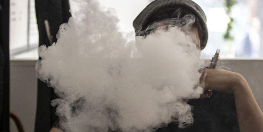 Un fabricante de cigarrillos electrónicos planea recortar empleos y reestructurar su plantilla