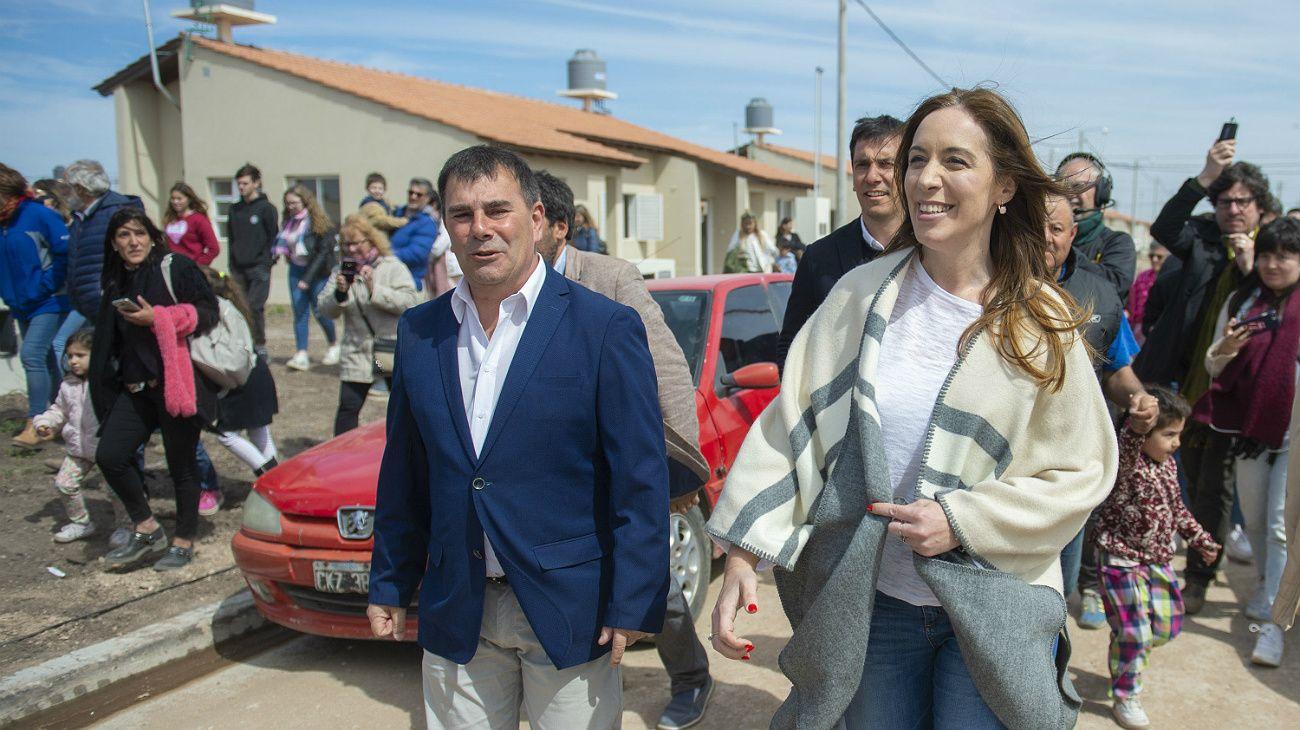 María Eugenia Vidal de campaña en Azul, junto al intendente Hernán Bertellys.