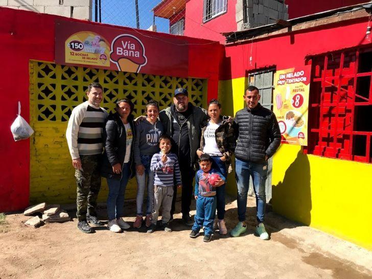 ROJO Y AMARILLO. Las heladerías sociales demandan una inversión cercana a los $40 mil. Sebastián Santiago está al frente del proyecto.