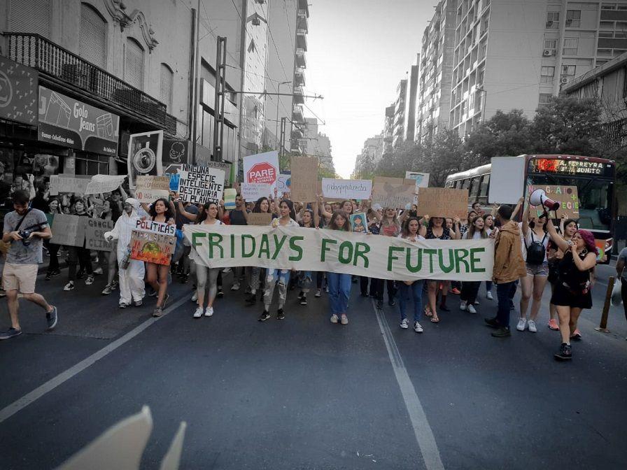 MARCHA. La organización impulsada por Greta marchó el pasado viernes por el centro de Córdoba en reclamo de políticas ambientales.