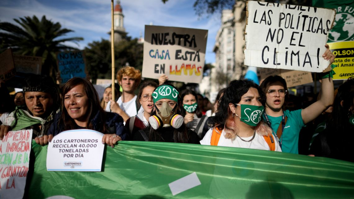 Thousands protest in capital as part of global #FridaysForFuture movement