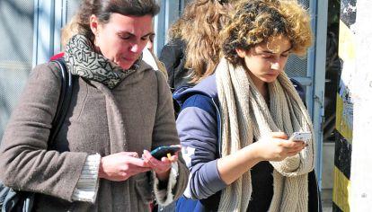 En crisis. La telefonía móvil ha resistido. Hay un 39% más de líneas que argentinos.