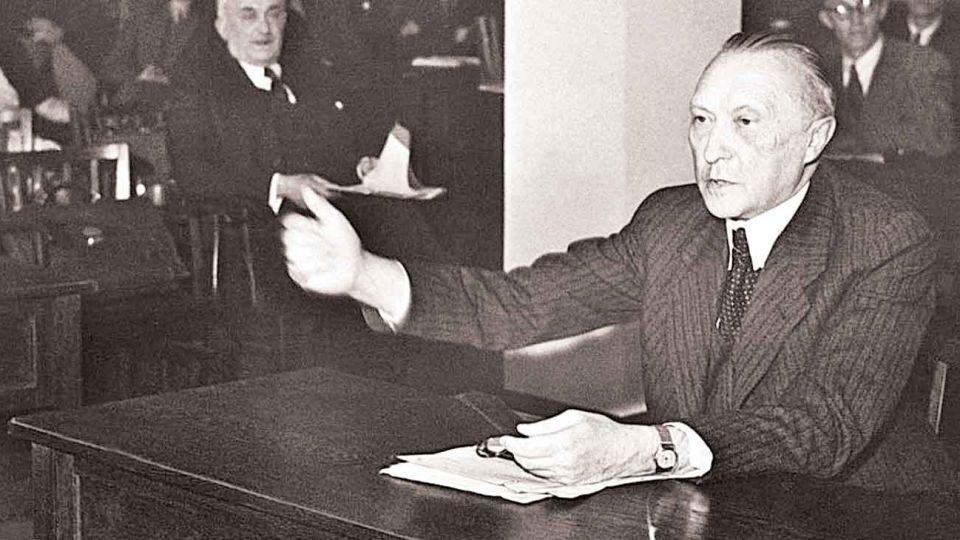 Konrad Adenauer. Su programa de 1949 fue adoptado por toda la sociedad de Alemania Federal, tras el horror de la guerra.