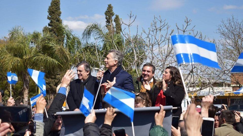 DE CARAVANA. Macri en Monte Cristo la última vez que vino a Córdoba. Se viene el recorrido por el este provincial el martes.