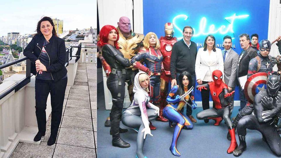 Custodiada. Victoria recibió el viernes la distinción en La Plata rodeada de varios superhéroes.