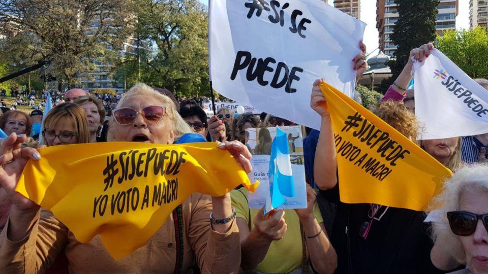 """Marcha del """"Sí, se puede"""" a favor de la reelección de Mauricio Macri en Barrancas de Belgrano."""