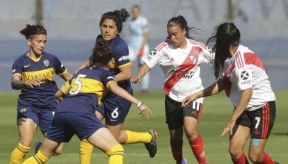 El fútbol femenino vivió un día histórico con el primer Superclásico profesional.