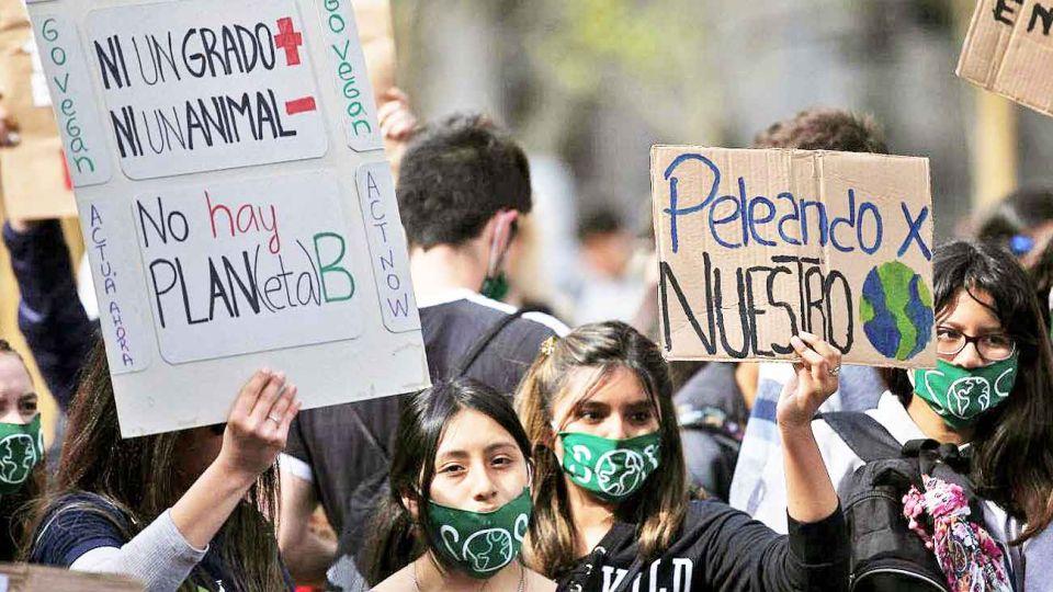Jovenes. La protesta ambiental es una reivindicación que se comparte con temas como el género.